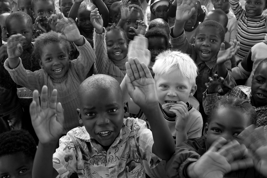 Black+and+white+children+playing+together